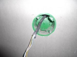 подрозетник с проводами