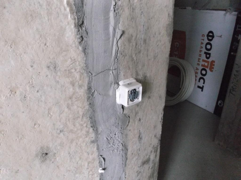 Выключатель в зале ДО2