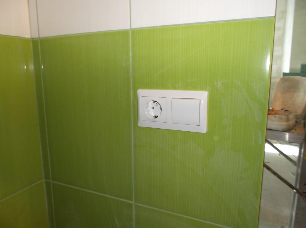 Розетка, выключатель вытяжки ванная
