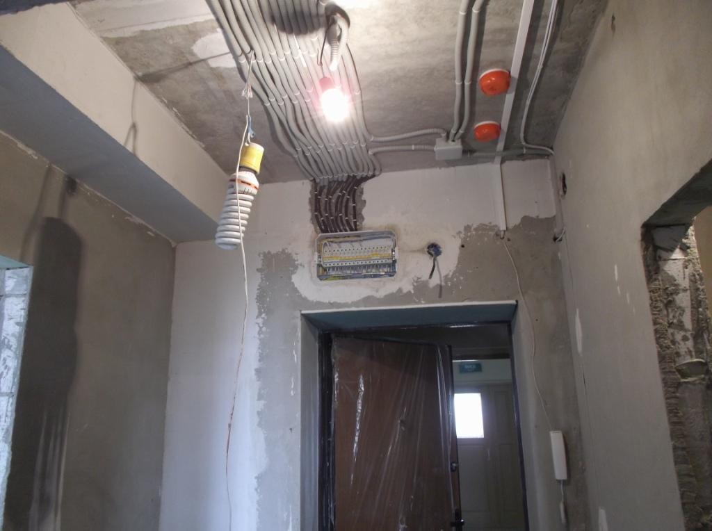 Прихожая разводкапроводки по потолку,щиток