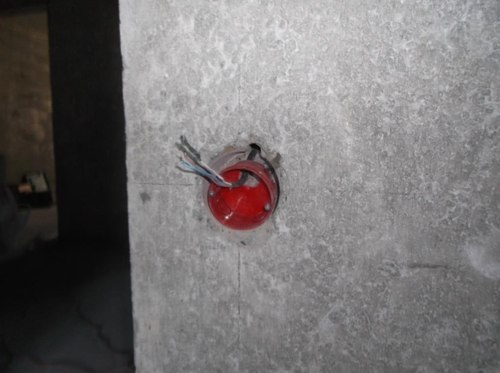 Подрозетник в стене.