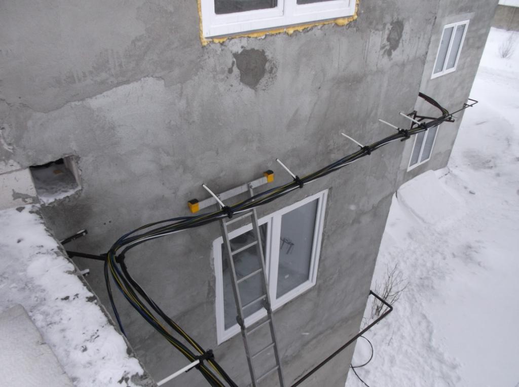 Укладка провода СИП по фасаду здания 1