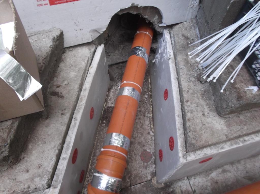 kanalizaciya-s-podogrevom-montazh-greyushhego-kabelya-na-trubu-1