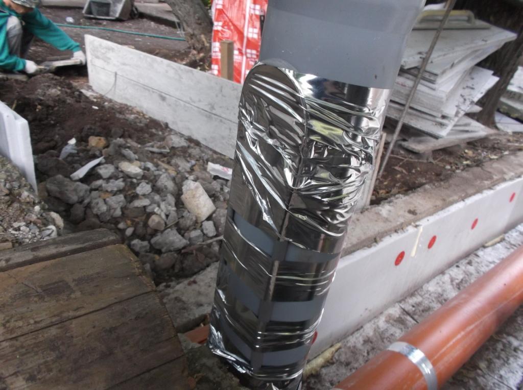 kanalizaciya-s-podogrevom-montazh-greyushhego-kabelya-na-trubu-2