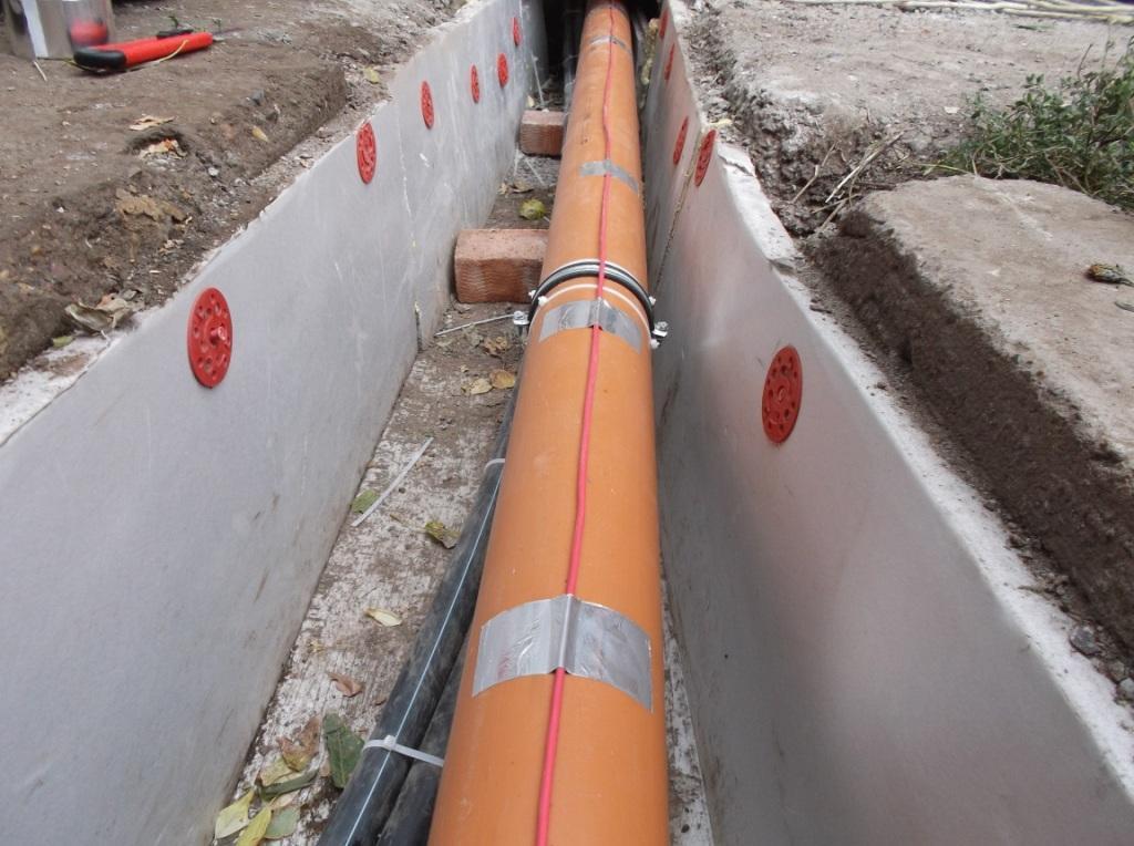 kanalizaciya-s-podogrevom-montazh-termodatchika-na-trubu-1