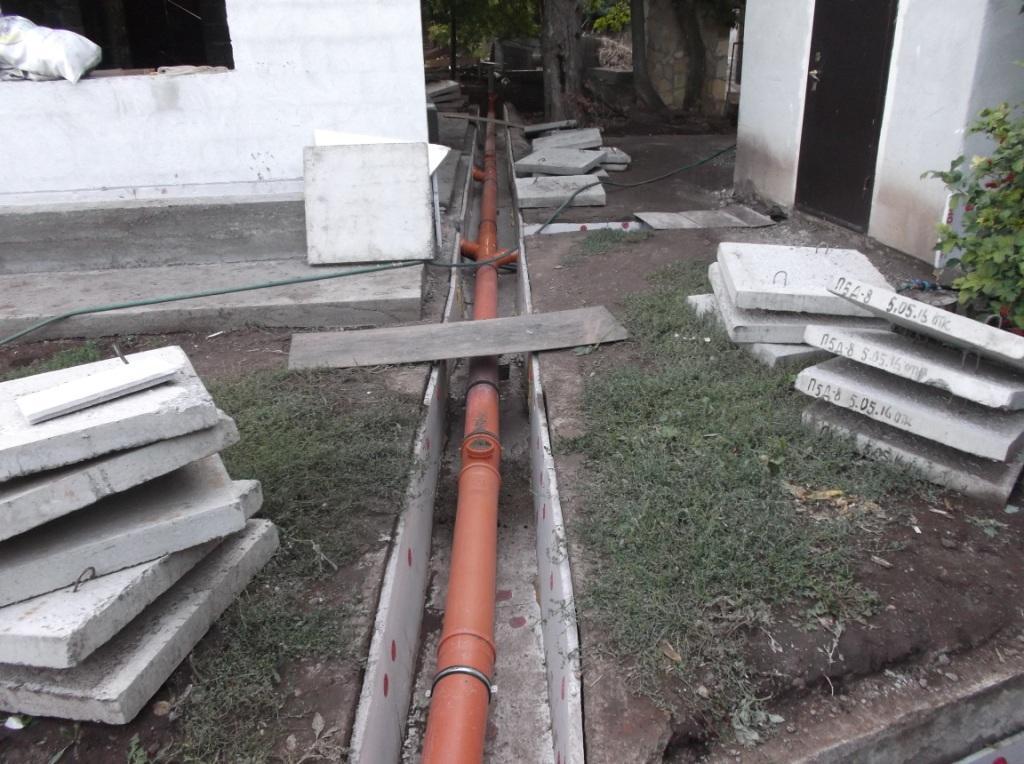 kanalizaciya-s-podogrevom-okonchatelnaya-ukladka-trub-1
