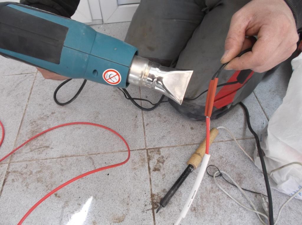 kanalizaciya-s-podogrevom-udlinenie-provoda-termodatchika-2