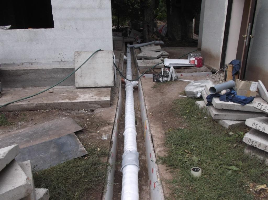 kanalizaciya-s-podogrevom-uteplenietrub-folgoplastom-2
