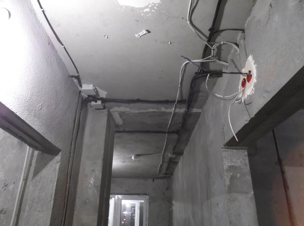 zhgut-v-koridorerozetki-dlya-routera