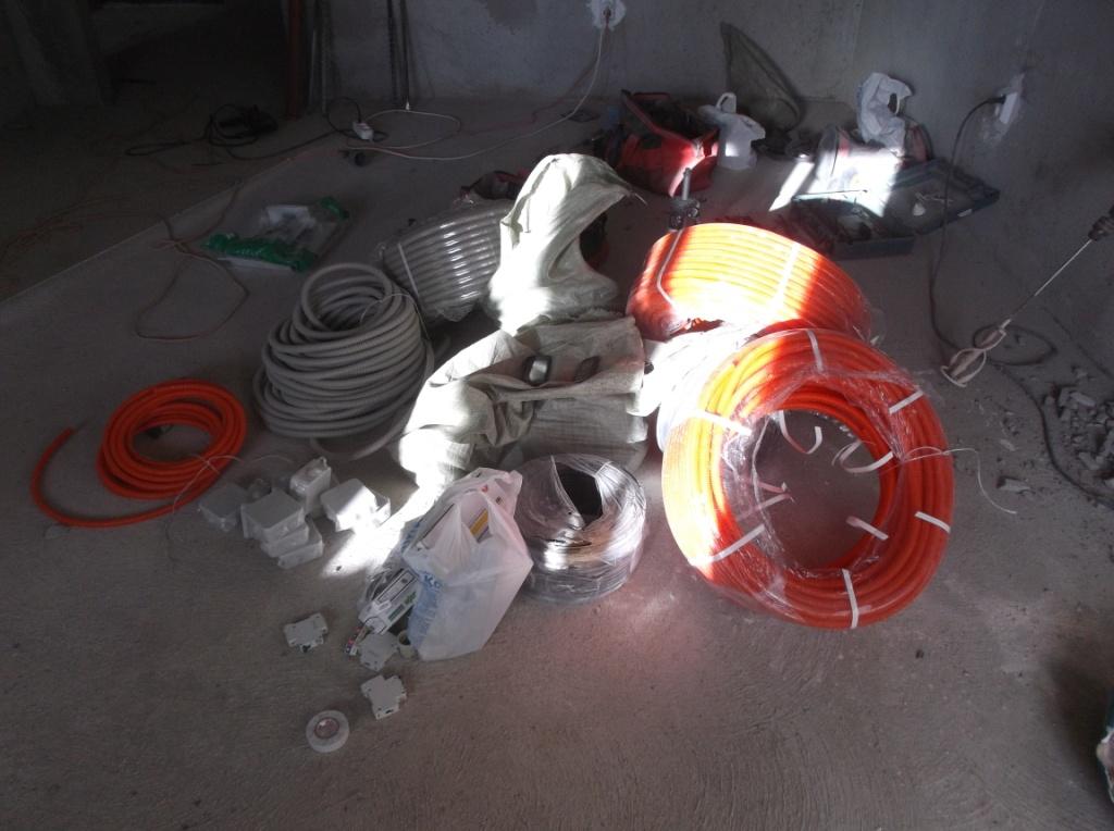 montazh-elektroprovodki-v-gofre-1