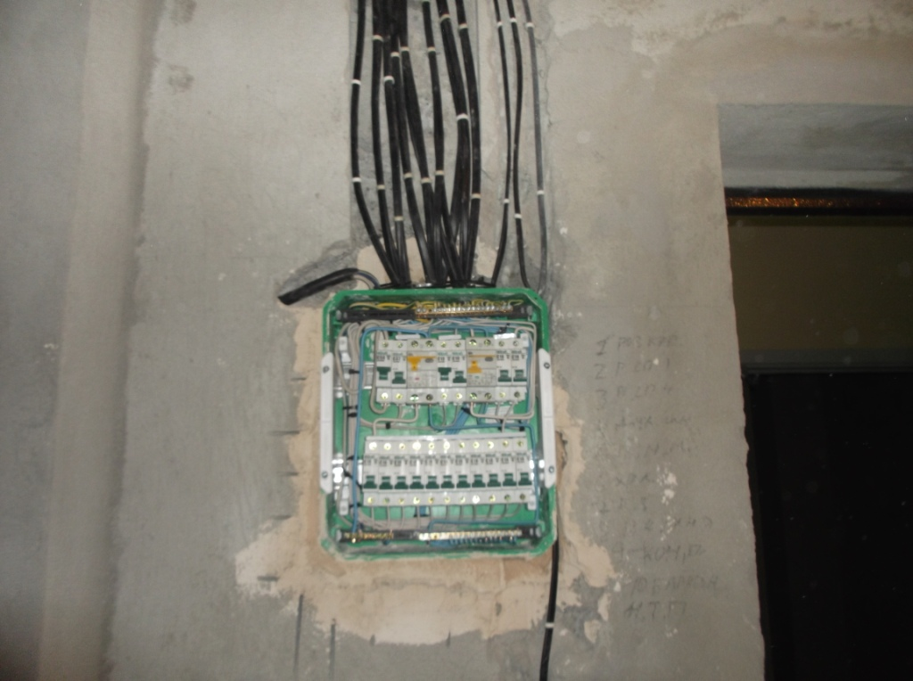 montazh-elektroprovodki-v-gofre-11