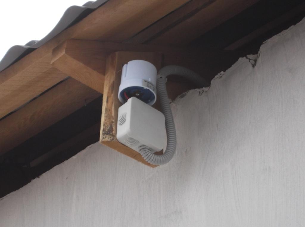 elektromontazh-zagorodnogo-doma-fasadnye-svetilniki-6