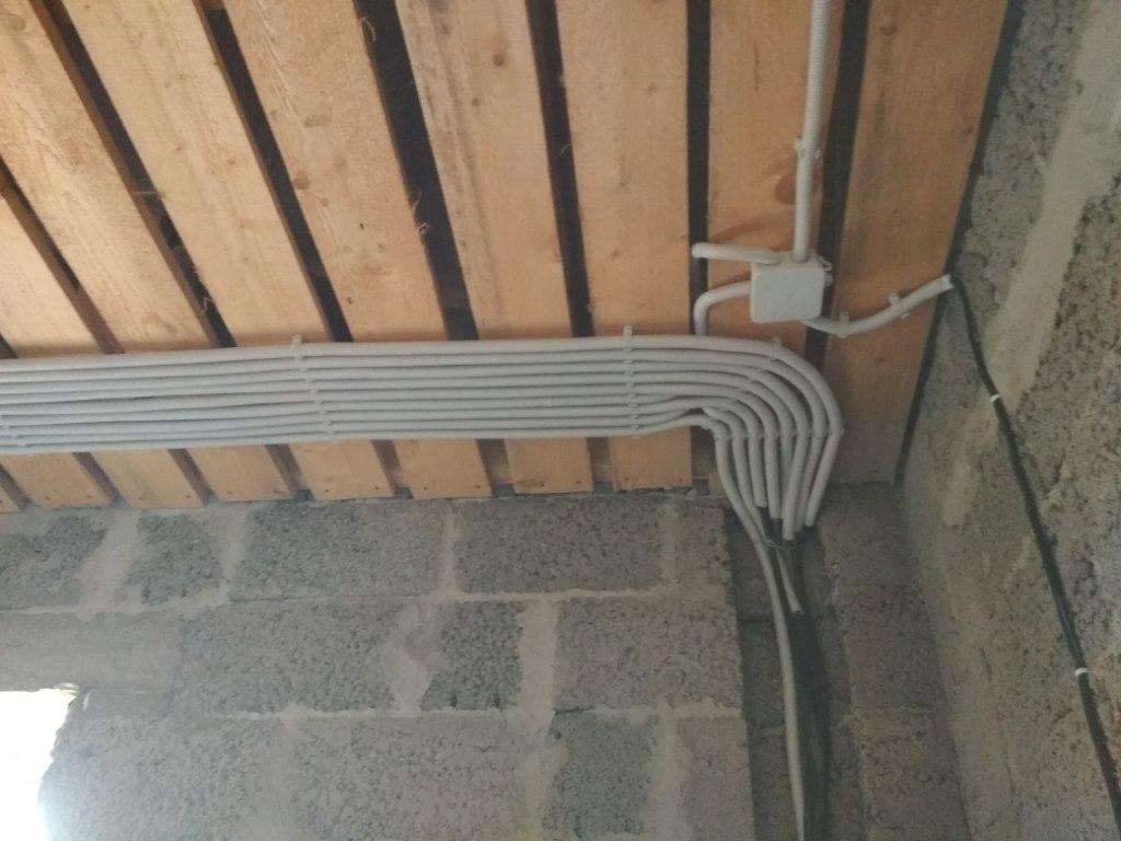 Монтаж провода в гофре, 2 этаж 2