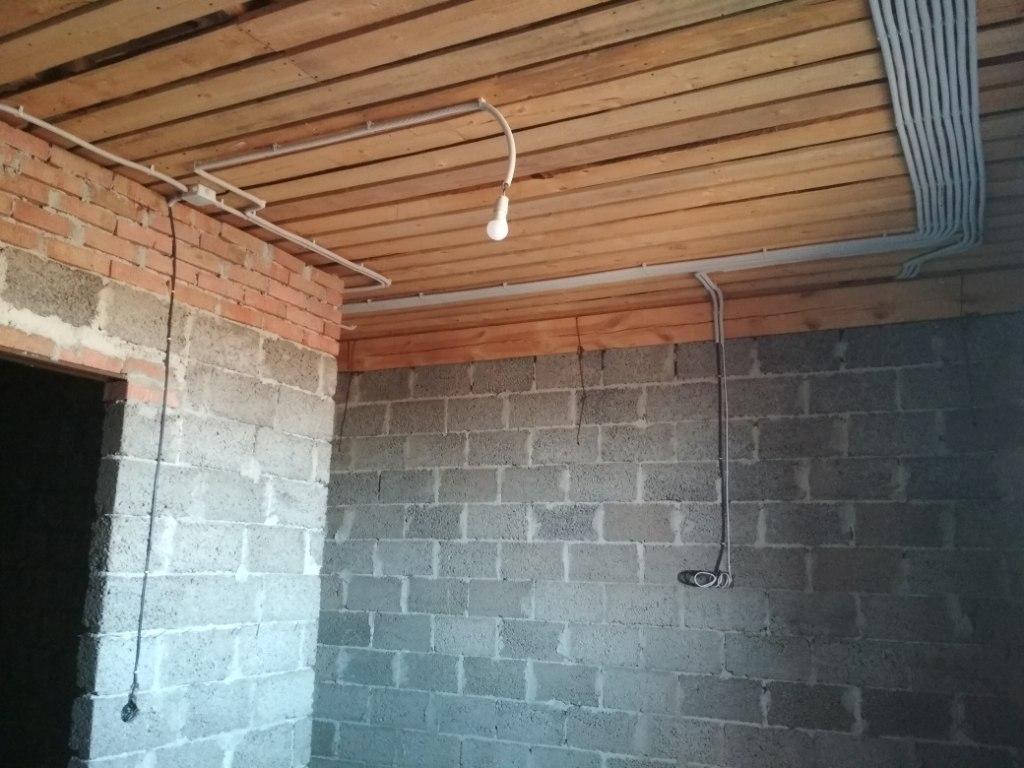 Монтаж провода в гофре, 2 этаж 3
