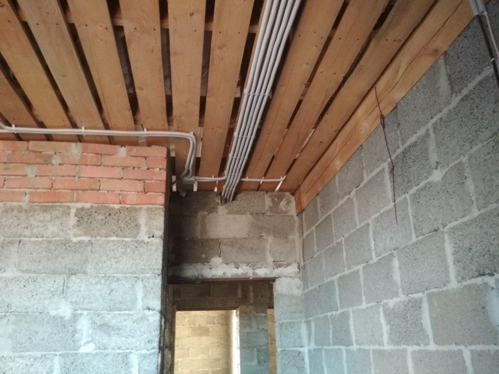 Монтаж провода в гофре, 2 этаж 6