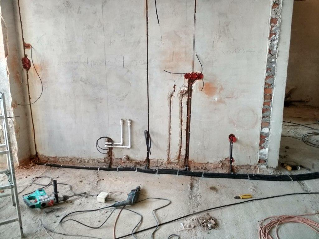 Монтаж электропроводки своими руками по полу